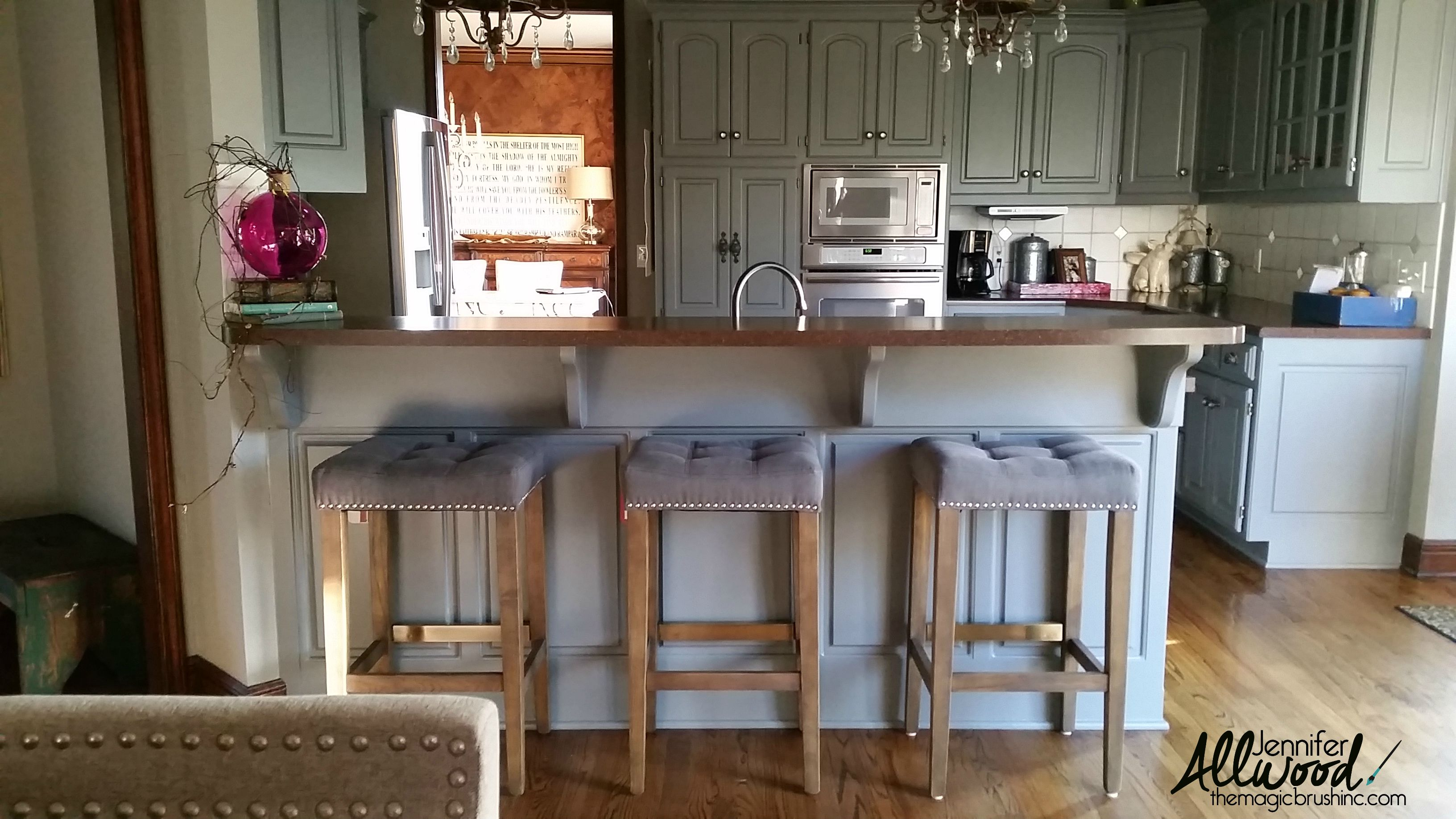 Our kitchen gray cabinets transformation: from gold —–> gray